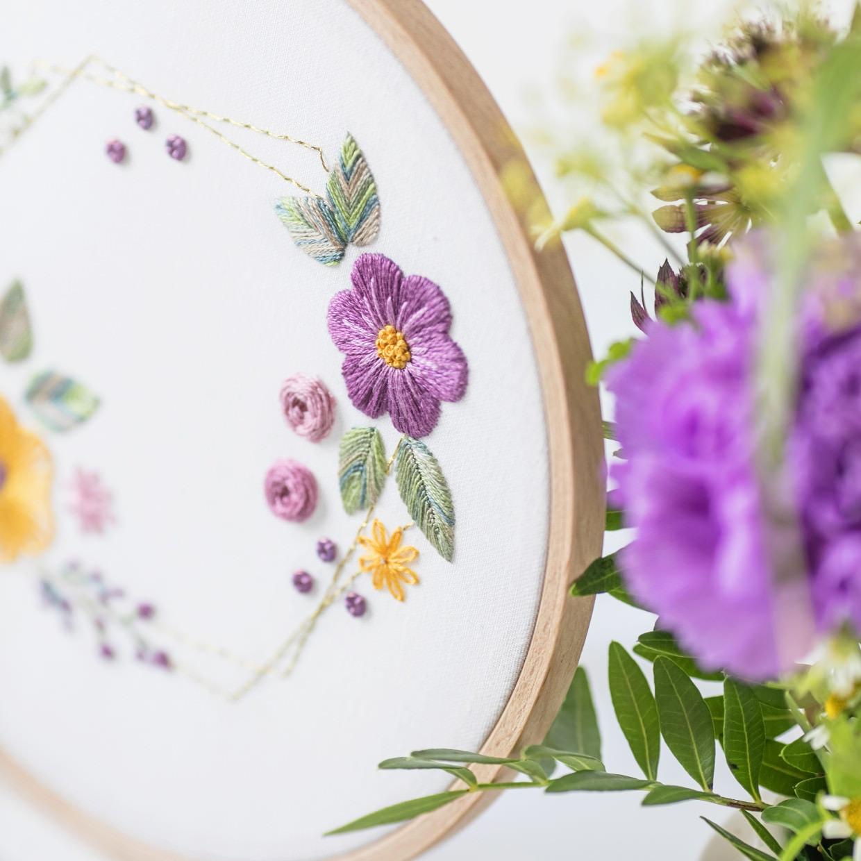 Blumen sticken in Rosa und Pastell Lila mit Anleitung