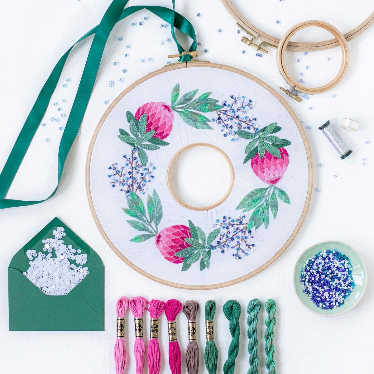 Modernen Weihnachtskranz sticken mit Protea